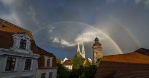 Jahresrückblick 2015 Ein Blick von der Nikolaivorstadt auf die Peterskirche mit Regenbogen.. //Foto: Pawel Sosnowski