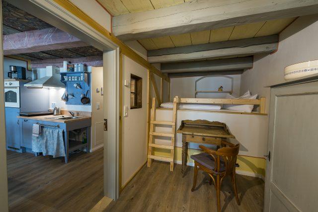 Schlafbereich mit Aufbettung im Hochbett